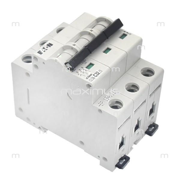 Tri-phase circuit breaker C32A